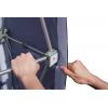 après l'installation du système de grilles, tendre toutes les parties latérales sur les surfaces auto-agrippantes
